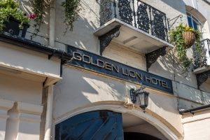 Golden-Lion-sign